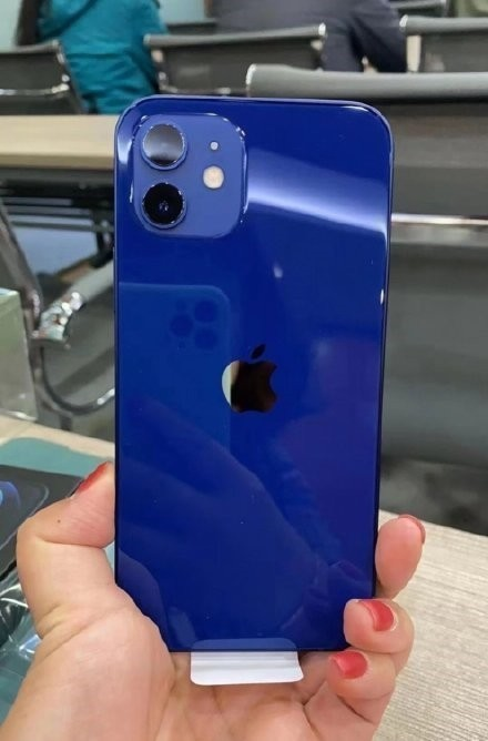 iPhone12藍色開箱被吐槽 一定是染料放重了